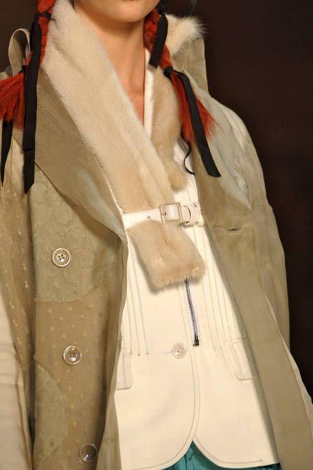 Collar, Sleeve, Textile, Blazer, Fashion, Carmine, Costume design, Beige, Street fashion, Button,