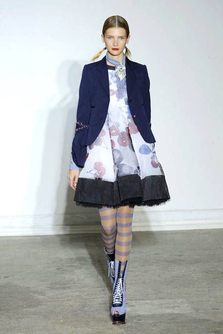 Clothing, Sleeve, Collar, Textile, Joint, Outerwear, Fashion show, Style, Knee, Pattern,