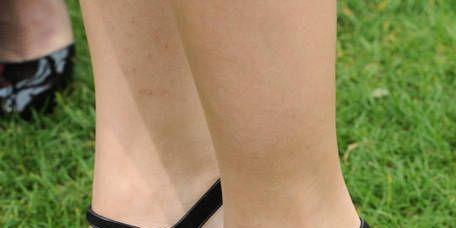 Footwear, Green, Human leg, Joint, Sandal, Foot, Toe, High heels, Fashion, Black,