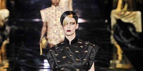 Fashion show, Runway, Style, Fashion model, Waist, Fashion, Street fashion, Costume design, Haute couture, Model,