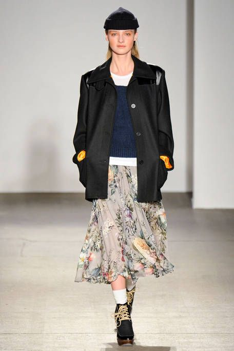 KAREN WALKER FALL RTW 2011 PODIUM 001