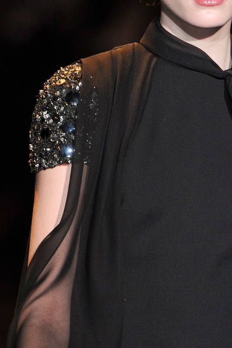 BADGLEY MISCHKA FALL RTW 2011 DETAIL 001