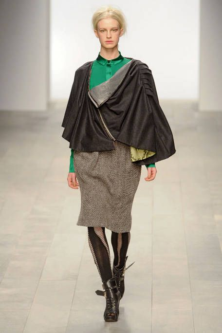 BORA AKSU FALL RTW 2011 PODIUM 001