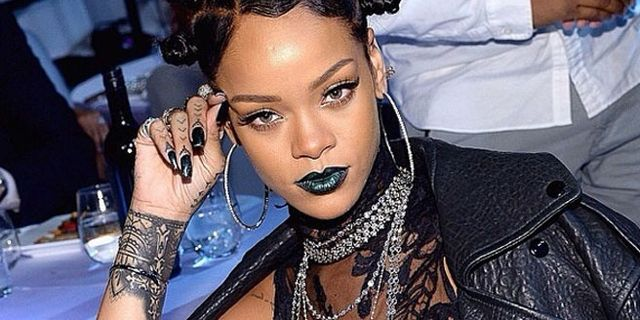 Rihanna Rocked Green Lipstick and Bantu Knots Last Night