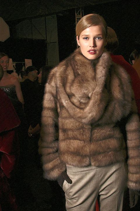 CAROLINA HERRERA FALL 2011 RTW BACKSTAGE 003