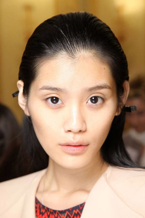 ANDREW GN SPRING 2012 RTW BACKSTAGE 002