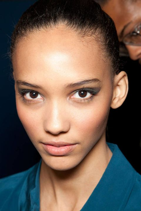 JASON WU FALL 2012 RTW BACKSTAGE 002
