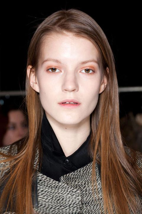 THEYSKENS THEORY FALL 2012 RTW BACKSTAGE 001