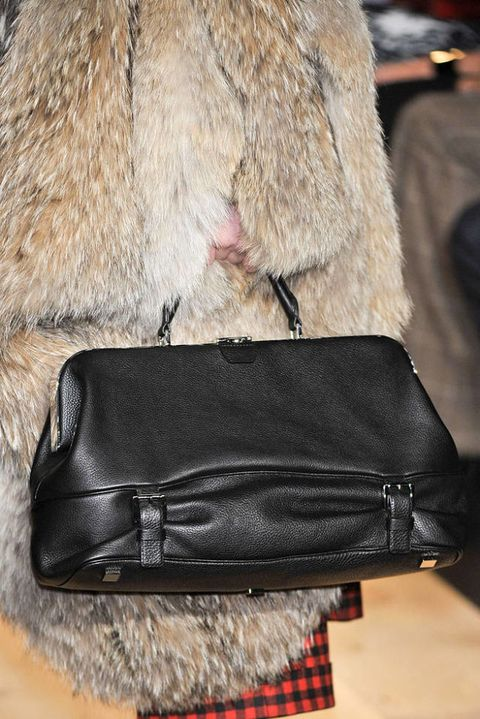 MICHAEL KORS FALL 2012 RTW DETAIL 001