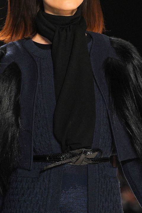 CAROLINA HERRERA FALL 2012 RTW DETAIL 001