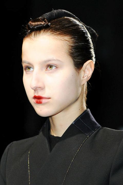 NICOLAS ANDREAS TARALIS FALL 2012 RTW BEAUTY 001