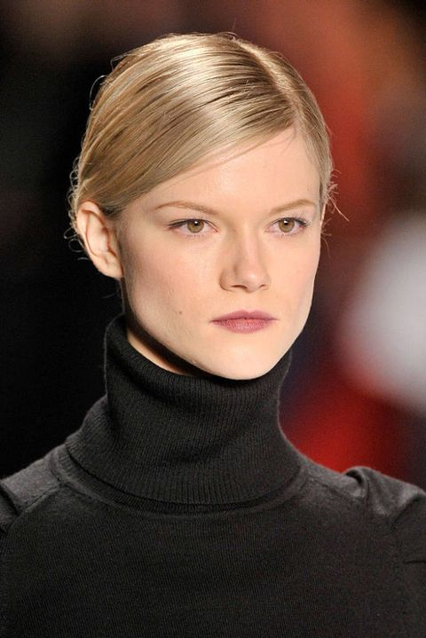 CAROLINA HERRERA FALL 2011 RTW BEAUTY 002