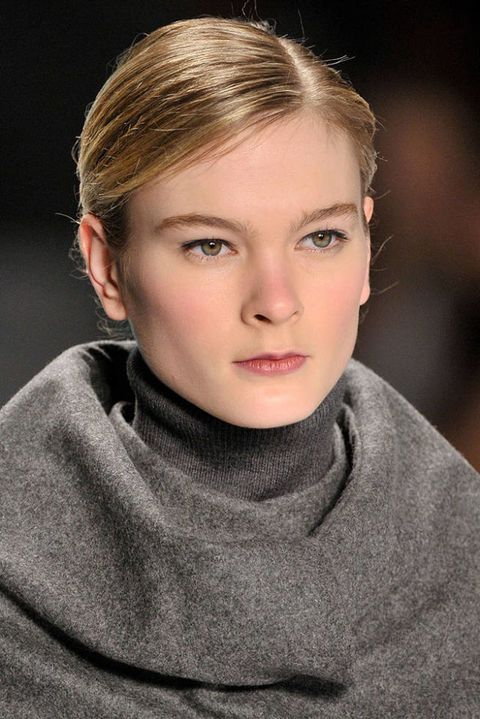 CAROLINA HERRERA FALL 2011 RTW BEAUTY 003