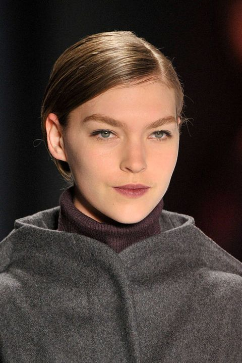 CAROLINA HERRERA FALL 2011 RTW BEAUTY 001