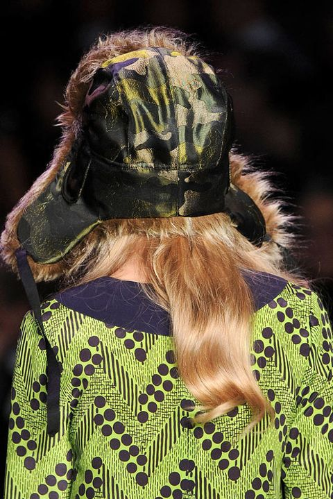 ANNA SUI FALL 2011 RTW BEAUTY 002