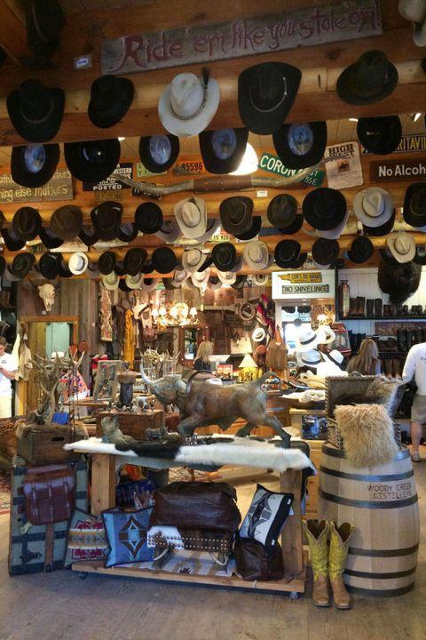 Public space, Market, Marketplace, Retail, Bazaar, Collection, Trade, Souvenir, Natural material,