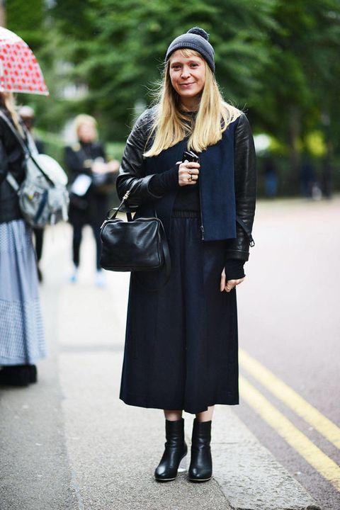 Clothing, Umbrella, Sleeve, Textile, Coat, Outerwear, Pattern, Style, Street fashion, Street,