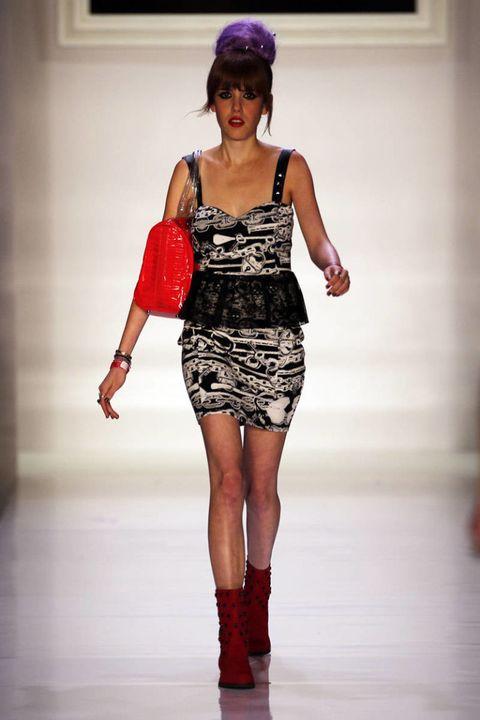 Shoulder, Human leg, Joint, Red, Style, Waist, Runway, Fashion show, Fashion model, Thigh,