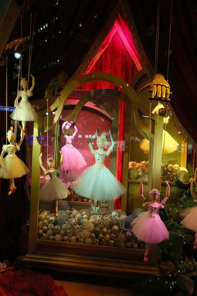 The Best Holiday Windows Displays of 2014 - Department Store Holiday ...
