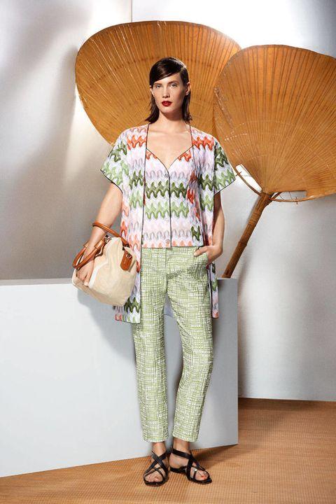 Brown, Shoulder, Textile, Joint, Style, Bag, Fashion, Waist, Beige, Tan,