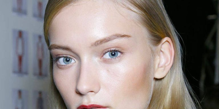 3 Work Hairstyles You Can Do in 5 Minutes or Less