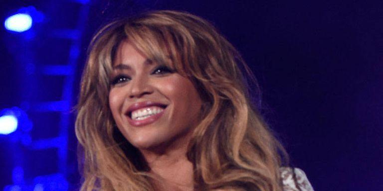 Beyonce Handled a Wardrobe Malfunction Like a Pro
