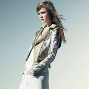 Sleeve, Shoulder, Joint, Style, Collar, Fashion model, Blazer, Knee, Fashion, Beauty,