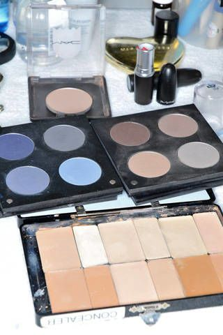 Brown, Product, Eye shadow, Tints and shades, Organ, Cosmetics, Beauty, Beige, Tan, Photography,