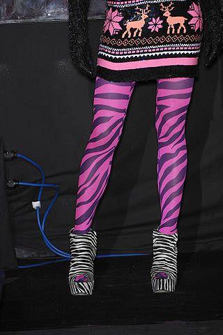 Textile, Purple, Magenta, Pink, Violet, Style, Street fashion, Cable, Fashion design, Neon,