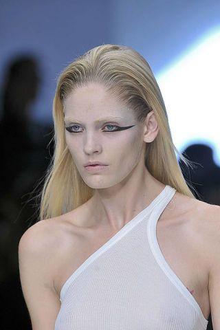 Hair, Lip, Hairstyle, Skin, Shoulder, Eyebrow, Joint, Eyelash, Chest, Beauty,