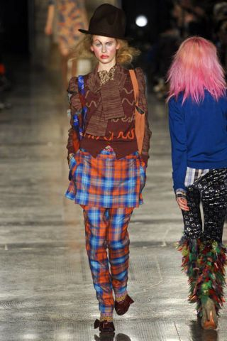 VIVIENNE WESTWOOD RED LABEL FALL RTW 2011 PODIUM 002