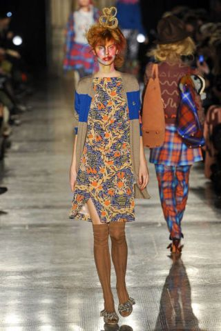 VIVIENNE WESTWOOD RED LABEL FALL RTW 2011 PODIUM 003