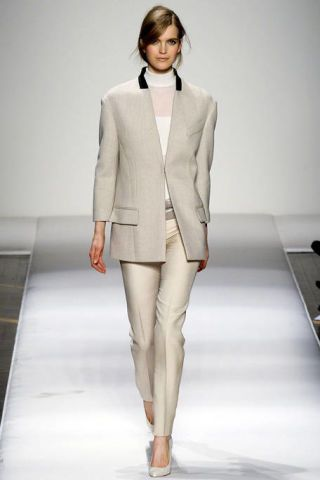 GIANFRANCO FERRE FALL RTW 2011 PODIUM 003