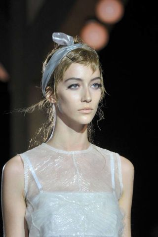 MARC JACOBS SPRING 2012 RTW BEAUTY 002