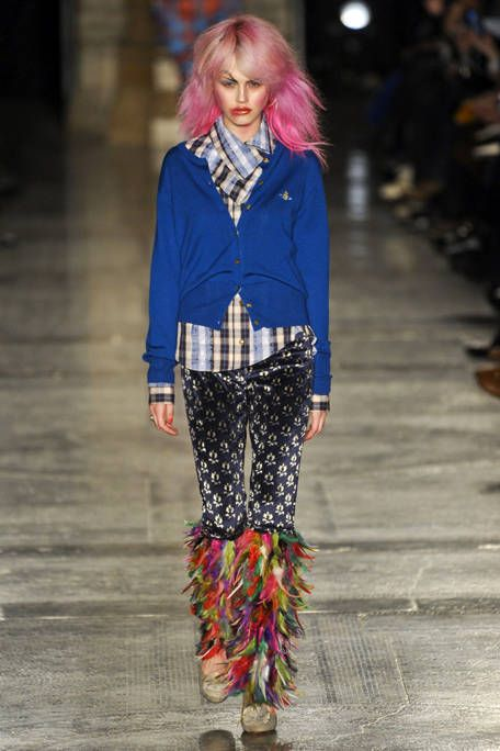 VIVIENNE WESTWOOD RED LABEL FALL RTW 2011 PODIUM 001
