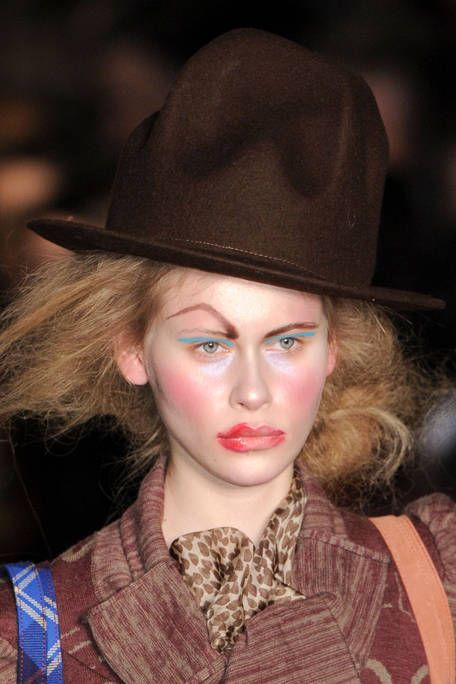 VIVIENNE WESTWOOD RED LABEL FALL RTW 2011 BEAUTY 002