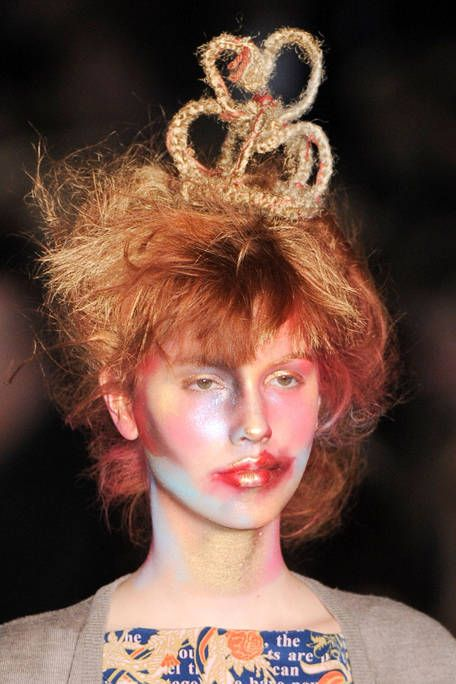 VIVIENNE WESTWOOD RED LABEL FALL RTW 2011 BEAUTY 003
