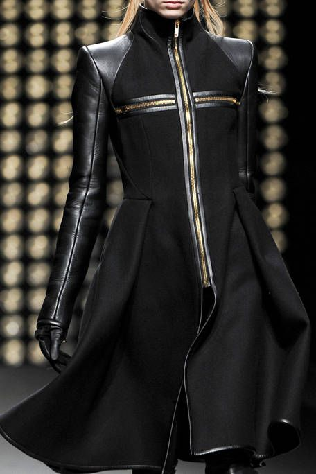 GARETH PUGH FALL RTW 2011 DETAIL 001
