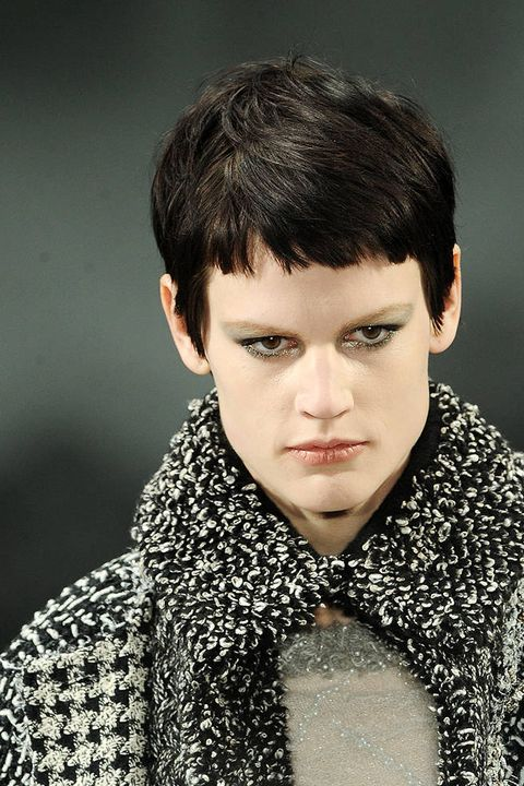 Chanel FALL 2011 RTW beauty 001