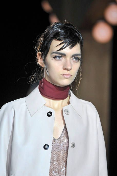 MARC JACOBS SPRING 2012 RTW BEAUTY 001