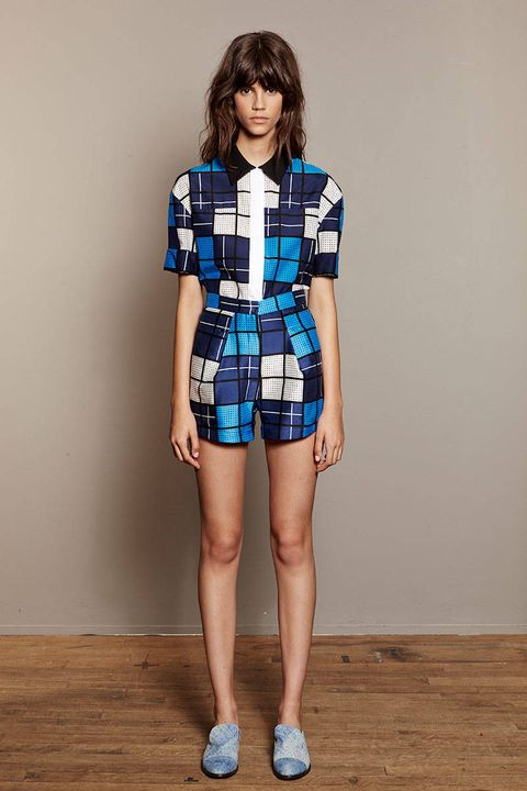 Sleeve, Human leg, Shoulder, Textile, Joint, Standing, Collar, Waist, Style, Knee,