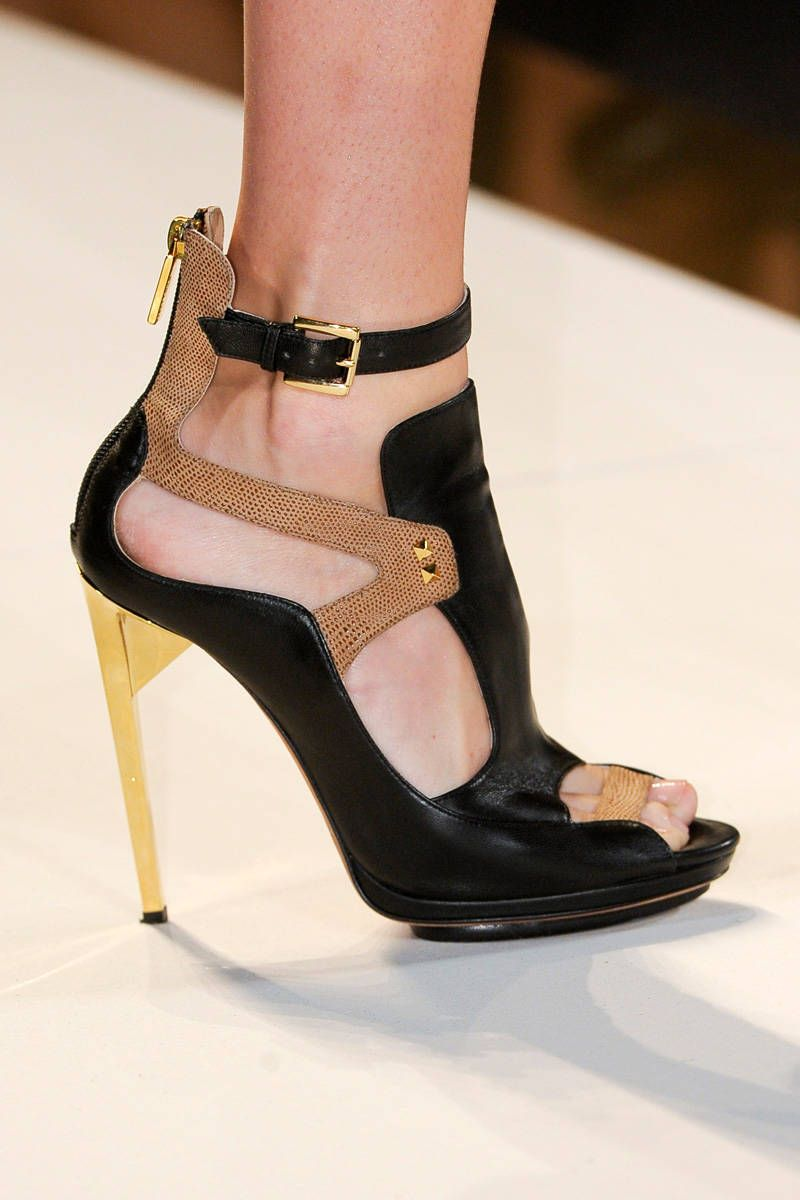 herve leger by max azria spring 2013 ready-to-wear photos
