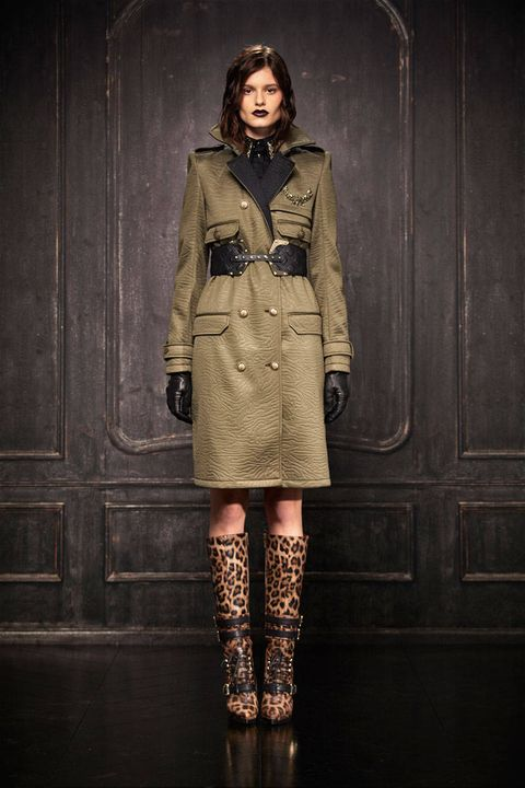 Clothing, Sleeve, Coat, Outerwear, Style, Collar, Boot, Fashion, Street fashion, Fashion model,