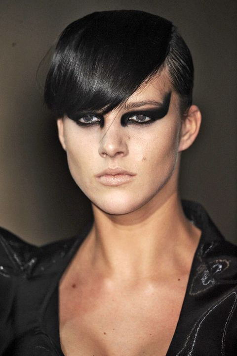 THIERRY MUGLER FALL 2011 RTW BEAUTY 002