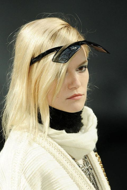 Chanel FALL 2011 RTW beauty 003