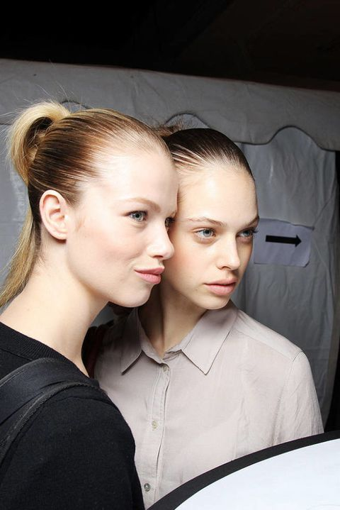 MARC BY MARC JACOBS SPRING 2012 RTW BACKSTAGE 001
