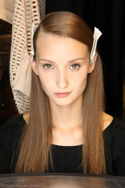 AKRIS SPRING 2012 RTW BACKSTAGE 002