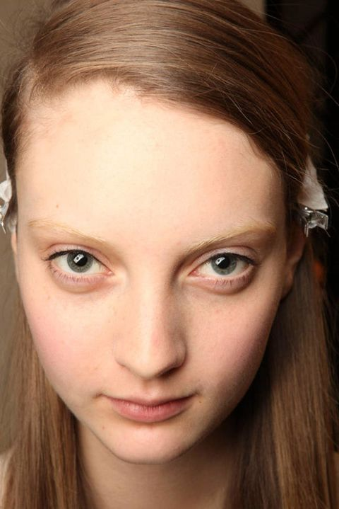 AKRIS SPRING 2012 RTW BACKSTAGE 003