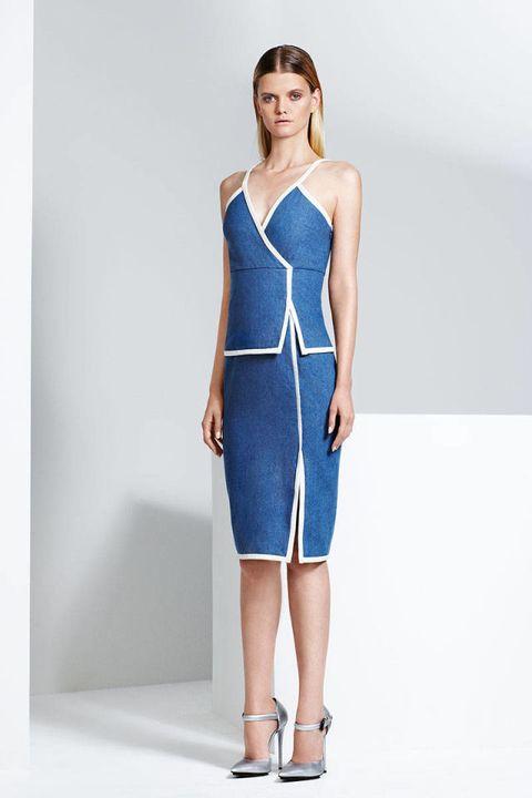 Sleeve, Dress, Human leg, Shoulder, Joint, Standing, One-piece garment, Style, Waist, Elbow,