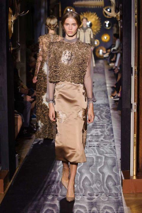Human, Brown, Fashion show, Style, Fashion model, Waist, Runway, Fashion, Beige, Street fashion,